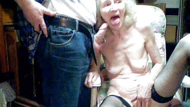 Valentina porno femme avec le chien Vaughn