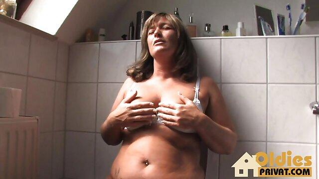 Deux modèles femme de grande taille porno porno sucent un pénis au casting